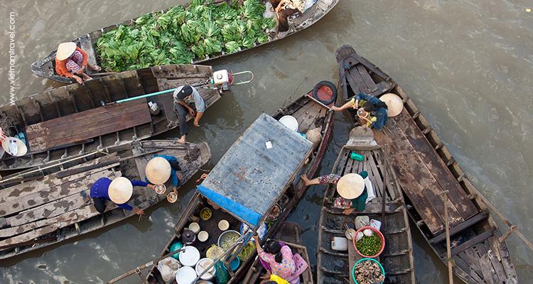 Visiting-floating-market