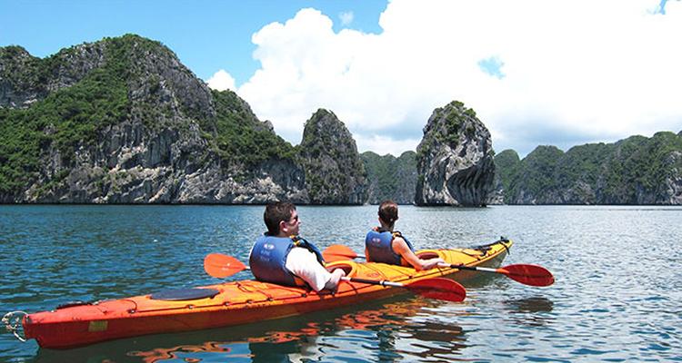Kayak-in-Halong-Bay