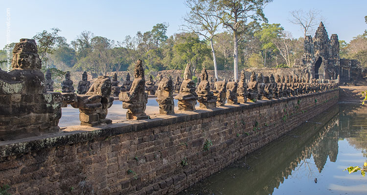 Day 3: Siem Reap – Ta Prohm – Banteay Srei – Angkor Thom – Sunset.