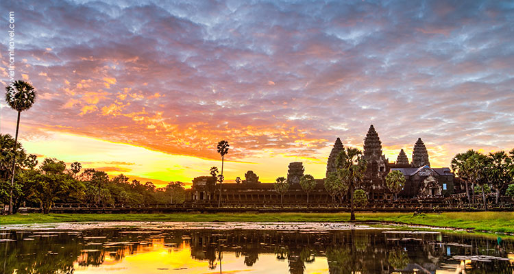 Day 6: Siem Reap – Kbal Spean – Banteay Srei – Sunset over Tonle Sap Lake.