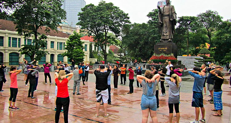 Day 3: Hanoi – Wake up today local way!