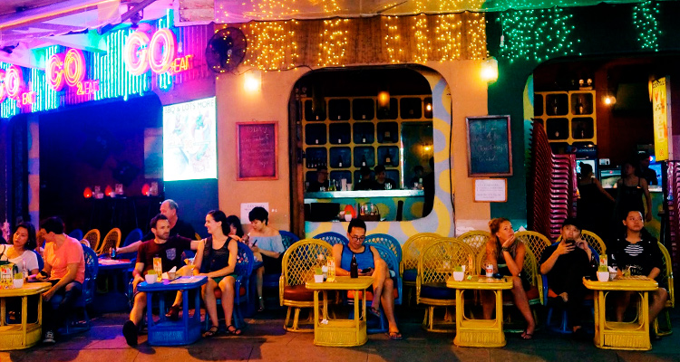 Drink local beer and hanging around at Bui Vien