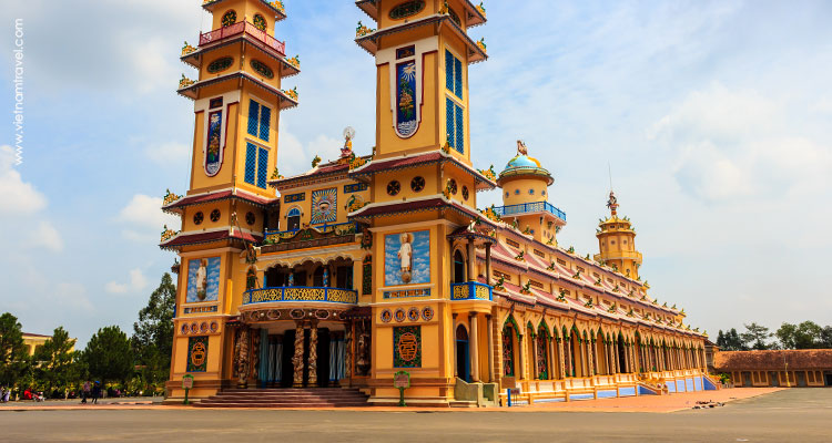 Detailed itinerary of Cao Dai Temple & Cu Chi Tunnels
