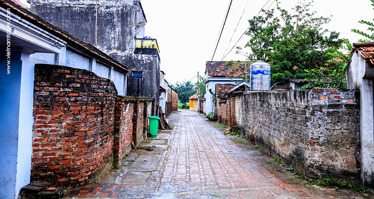Day 2: Hanoi – Duong Lam Village – City Tour.