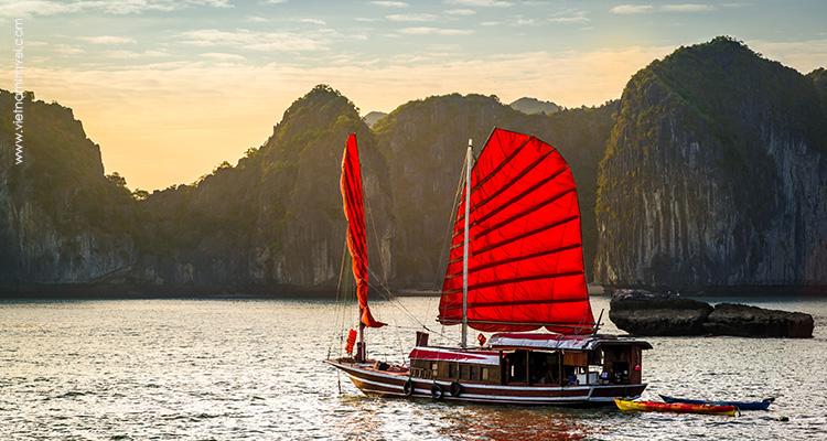 Cruising on Halong Bay