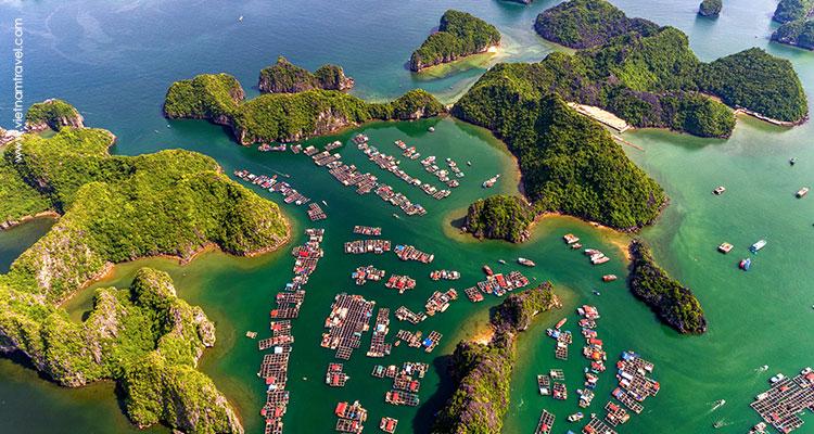 floating village on Halong Bay