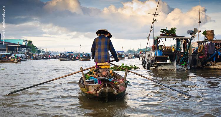 floating market on Mekong river