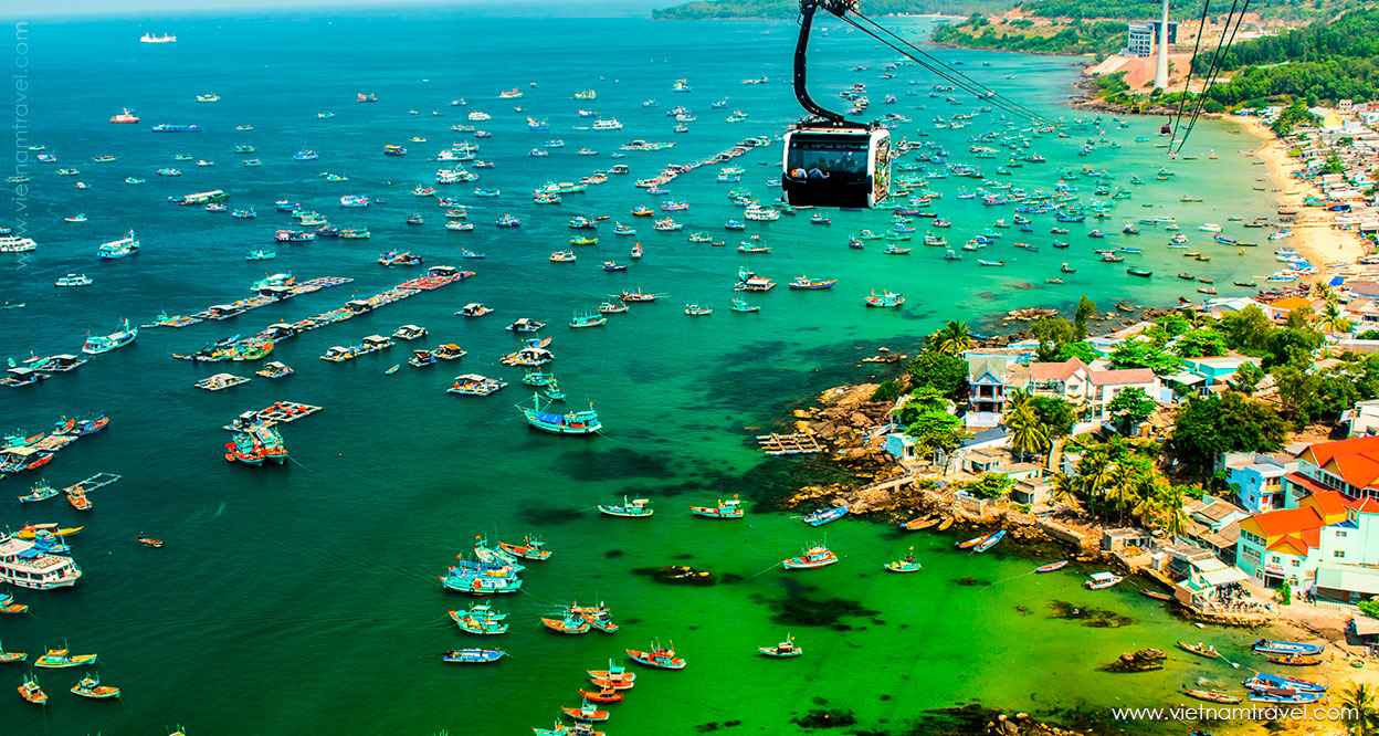 Riding a cable car from Phu Quoc to Hon Thom Island