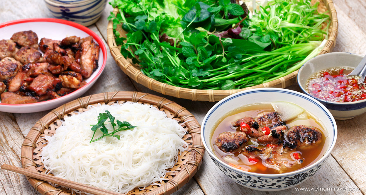 Bun Cha (Grilled pork with rice noddle)