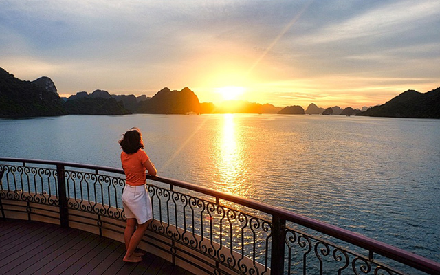 Halong Travel Guide For Overnight Cruise Seekers