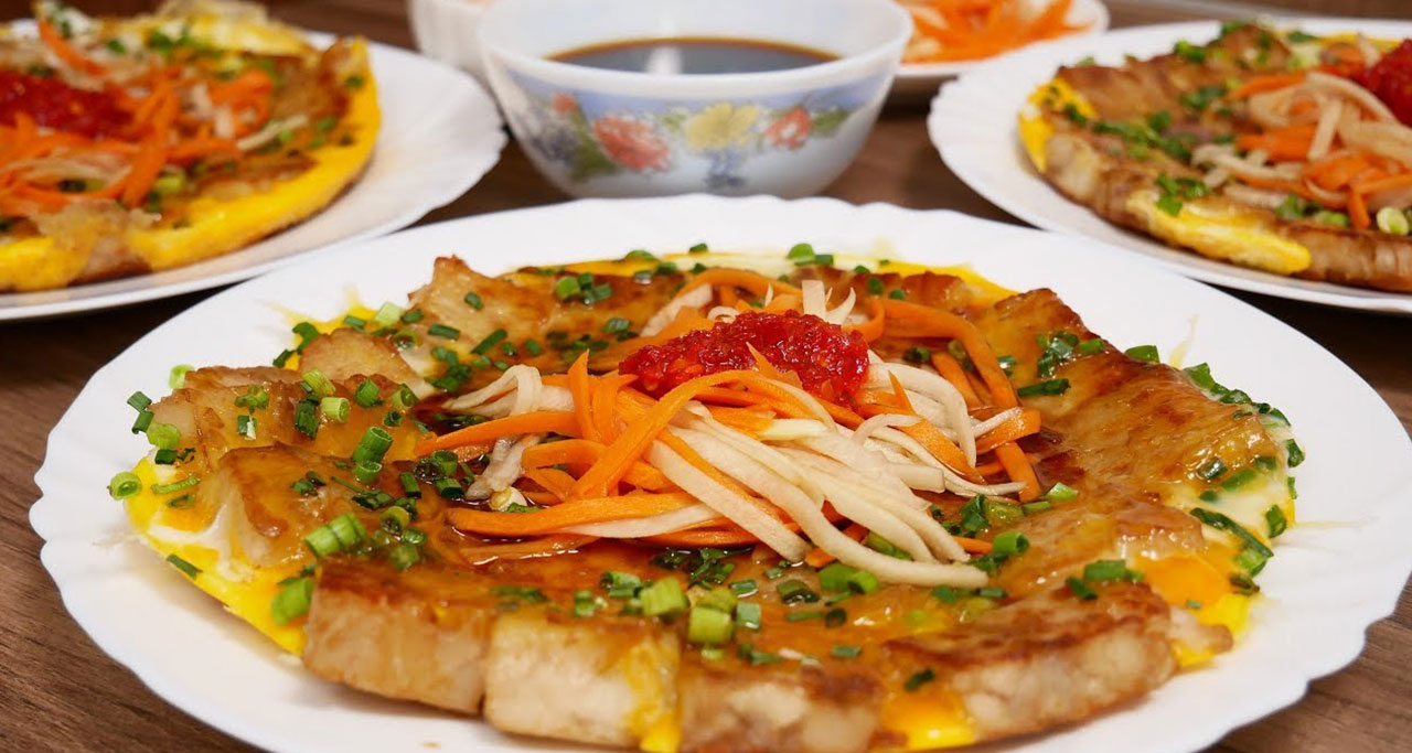 Bot chien is a classic Vietnamese street food from Saigon
