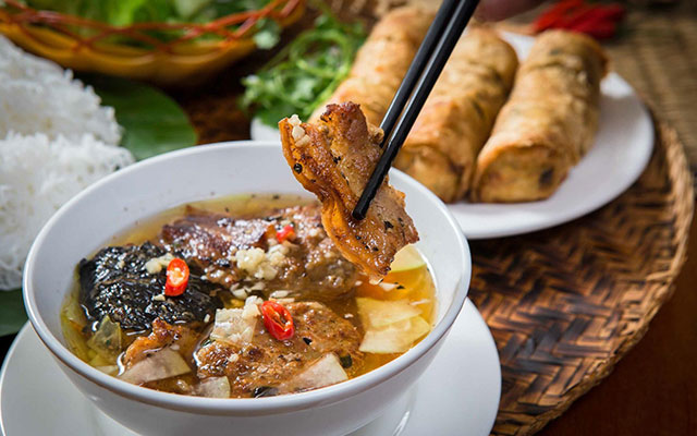 Top 10 dishes of Vietnamese street food
