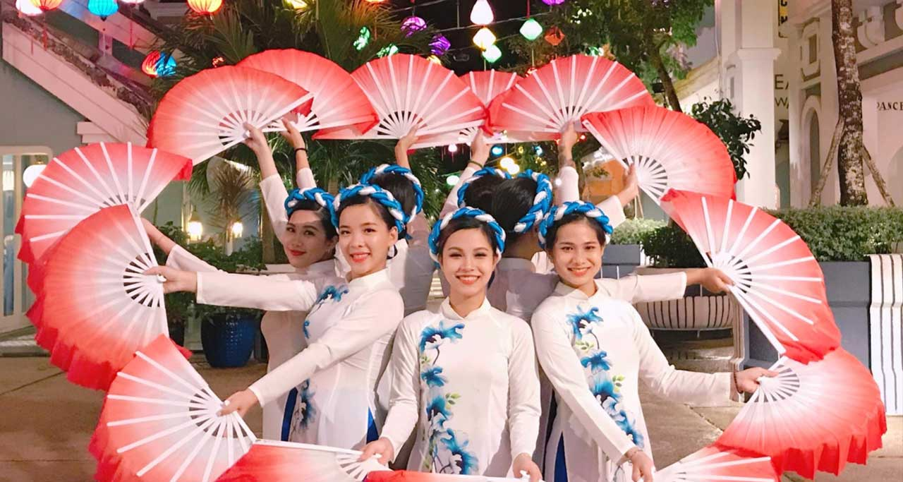 fan dance vietnam
