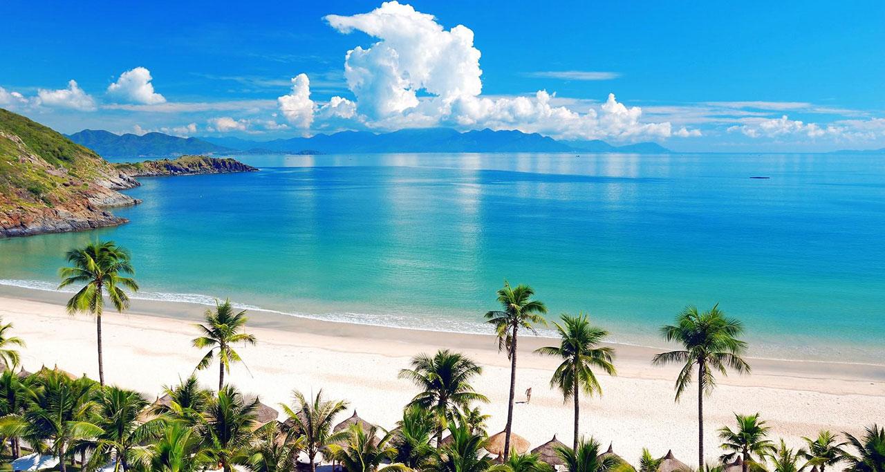 Peaceful beach in Hon Tre island