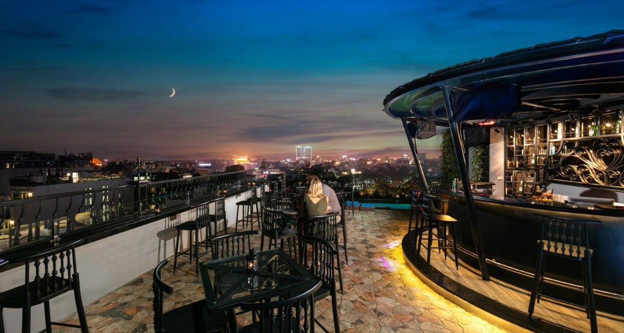 Sky bar in The Oriental Jade Hotel