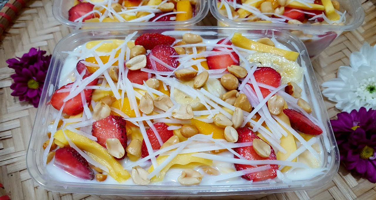 Hoa Qua Dam (Mixed fruits) is popular dessert and healthy alternative in Vietnam