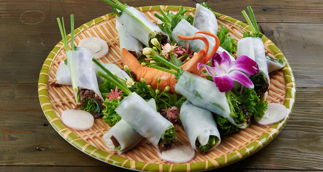 Pho cuon (Rolling Pho), a dish originating from Pho, has been very popular in Hanoi