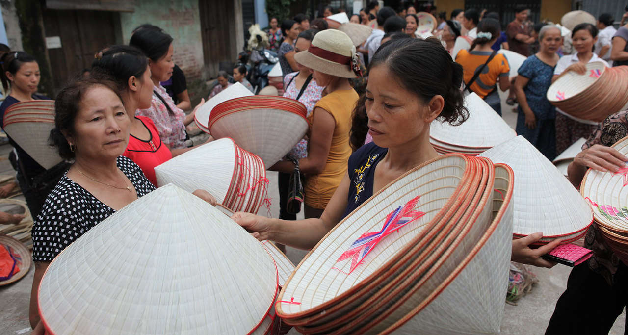 Selling Conical Hat in Vietnam