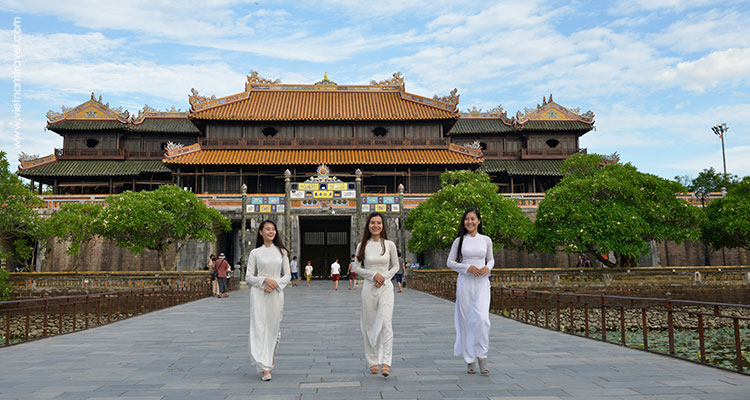 3 ladies in Ao Dai ( long dress) at Hue Citadel